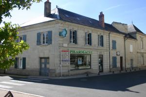 La Pharmacie du château se situe à Brézé.